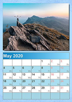 Calendar with a photo in the center